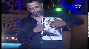 اللقطة التي ستغضب الحكام الجزائرين على الشاب خالد بحمله صورة الملك محمد السادس في مهرجان الراي بوجدة