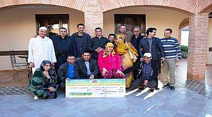 """أكادير : جمعية أجفرار وفنانون أمازيغيون في زيارة إلى الفنانة """"أهرمود"""" المصابة بالسرطان"""