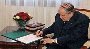 الجزائر : بوتفليقة يوقع 5 مراسيم رئاسية تضمنت اتفاقيات وبروتوكولات تعاون مع دول شقيقة