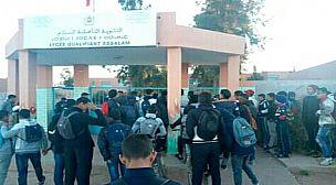 تلاميذ ثانوية السلام بأولاد جرار يحتجون ويطالبون المدير بالرحيل