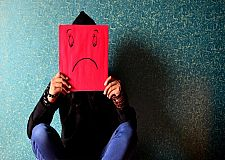 الاكتئاب أكثر شيوعا لدى النساء بنحو مرتين ….هل نحن محكومون بالهرمونات؟