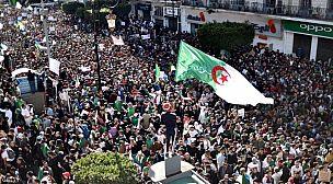 """موقف الحزب الحاكم بالجزائر.. """"ركوب للحراك"""" أم """"دعم للشعب""""؟"""