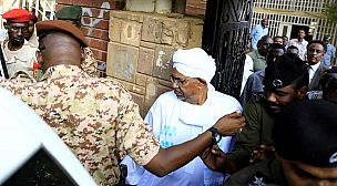 لماذا اعتقلت نيابة مكافحة الفساد الرئيس السوداني السابق؟