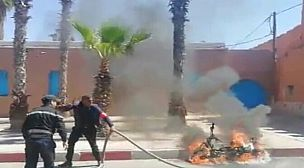 """تيزنيت..حريق يلتهم دراجة نارية قرب باب  """"أجديد""""."""