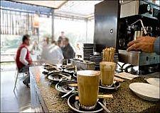هذه خطة وزير الداخلية من أجل إعادة فتح 200 ألف مقهى وعمل 300 ألف نادل وفق هذه الشروط