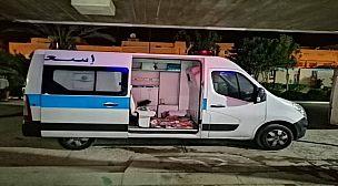 """فضيحة بتيزنيت.. نقل وجبات العشاء للأطر الطبية على متن سيارة إسعاف تحمل مرضى """"كوفيد 19""""."""
