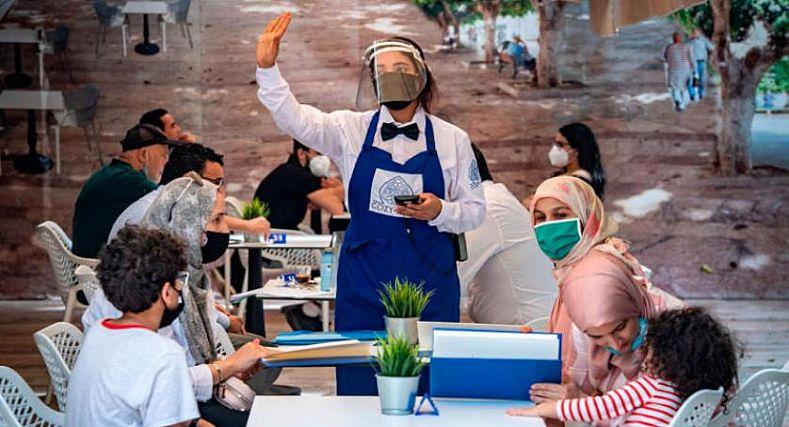 وزارة الداخلية تعفي أرباب المقاهي والمطاعم من الجبايات المحلية عن فترة الحجر الصحي.