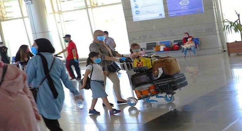 """القضاء المغربي يمنح لامرأة وطفليها السفر بعلّة """"التعايش مع كورونا"""""""