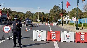 سدود أمنية بمختلف مداخل ومخارج المدن لضبط حركة السير وتطبيق قرار المنع.