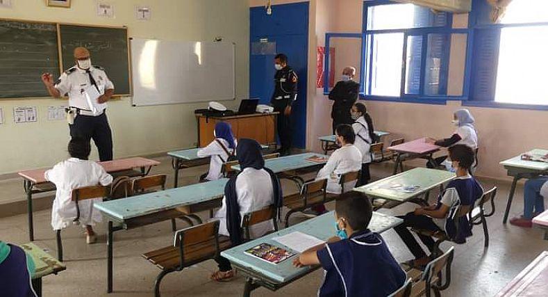 أمن تيزنيت ينظم حملات تحسيسية في الوسط المدرسي + صور