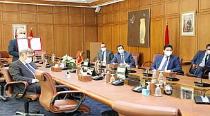 المغرب يوقع اتفاقية لإقتناء لقاح كورونا من مختبر أسترازينيكا البريطاني.