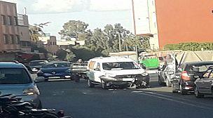 مراكش :سائق سيارة داسيا يصدم فتاة تستقل دراجتها النارية بمنطقة دوار العسكر.