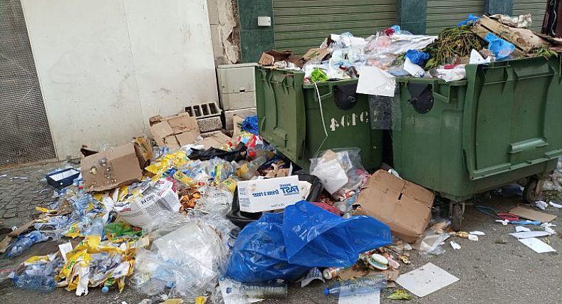 النفايات تغرق مدينة تطوان والسبب إضراب عمال النظافة عن العمل