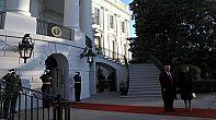 الرئيس الامريكي دونالد ترامب يغادر البيت الأبيض على متن مروحية رئاسية ويقول: سأعود بطريقة أو بأخرى