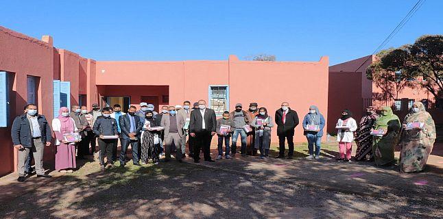 سيدي إفني..توزيع لوحات الكترونية في إطار مشروع APT2C على تلاميذ ثانوية المغرب العربي الإعدادية.