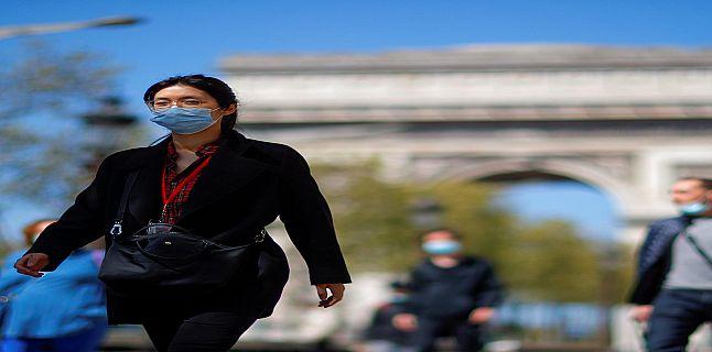 فرنسا تلغي إلزامية وضع الكمامات في الخارج وحظر التجول.