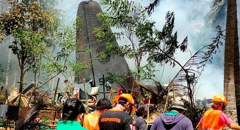 تحطم طائرة عسكرية فلبينية تحمل 95 شخصا