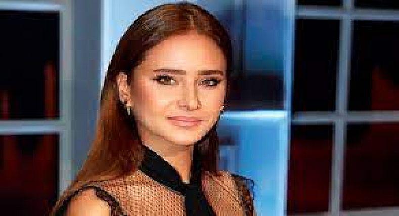 نيلي كريم تؤجل زواجها حداد على دلال عبد العزيز