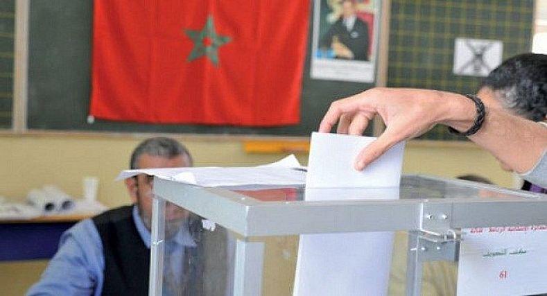 عجائب الإنتخابات.. برلماني سابق يحتفل بإنتصار زوجته على والدته.