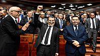 إحتحاج على تقاضي العثماني ووزرائه تعويضات خيالية مقابل تركههم لكراسي الحكومة.