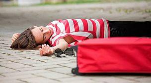 تلميذة تصاب بالاغماء بعد تلقيها لقاح كورونا