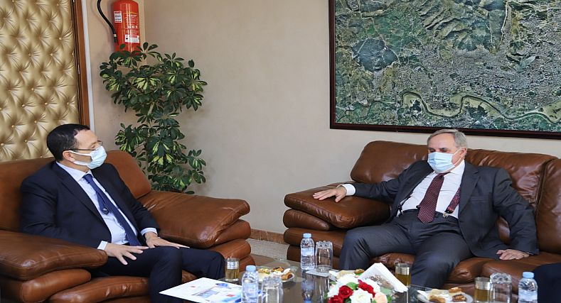رئيس جماعة تطوان يستقبل القنصل الإسباني في إطار الصداقة و التعارف
